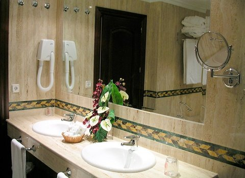 Bathrooms with hairdryer and amenities